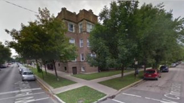 Un hombre encontró a tres desconocidos dentro de su residencia esta maña...