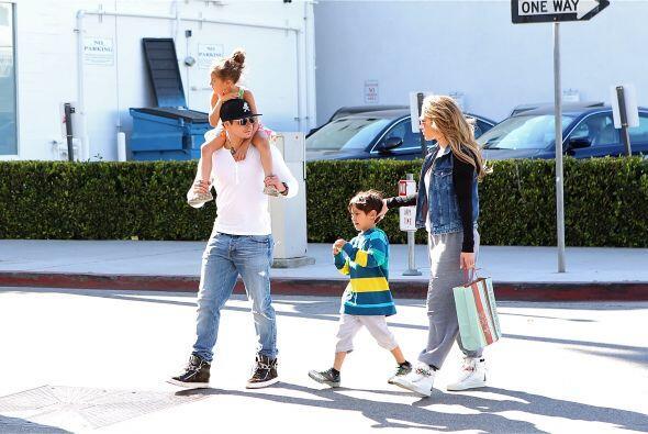 ¡Qué bonita familia! Mira aquí los videos más...