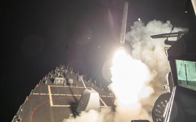 El lanzamiento de misiles Tomahawk contra base siria, el primer ataque d...