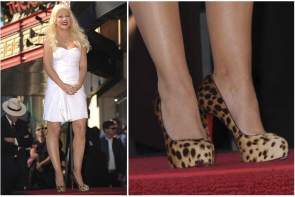 Igualmente, Christina Aguilera eligió el 'animal print' con vestido blan...