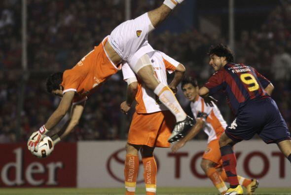 Zambullida espectacular del portero Fabián Villaseñor del...