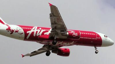 """Autoridades creen que el vuelo 8501 de Air Asia está en """"el fondo del mar"""""""