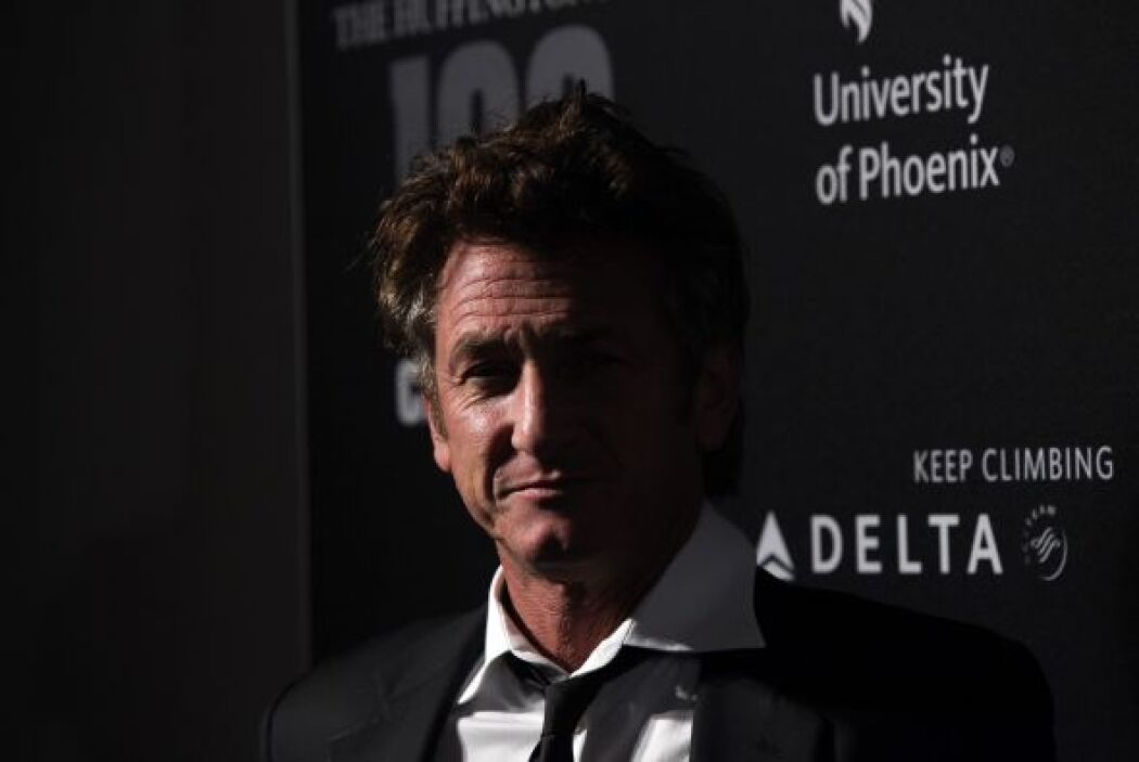 Llama mucho la atención que Sean Penn casi le dobla la edad a Scarlett,...