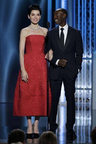 Julianne Margulies y Don Cheadle entregaron su premio a George Clooney