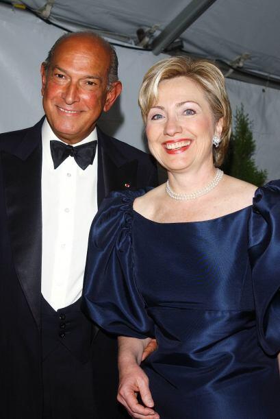 Hillary Clinton usó vestidos de Oscar de la Renta cuando fue la primera...