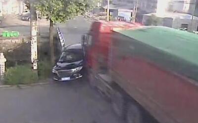 Accidente automovilístico en China deja fatales consecuencias