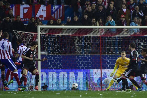 Sería hasta el minuto 27 que llegaría el gol en los pies d...