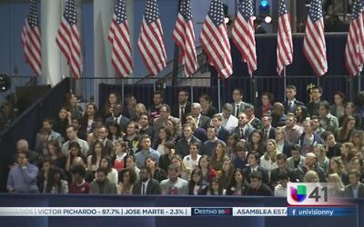 Nerviosismo en el centro de campaña de Hillary Clinton