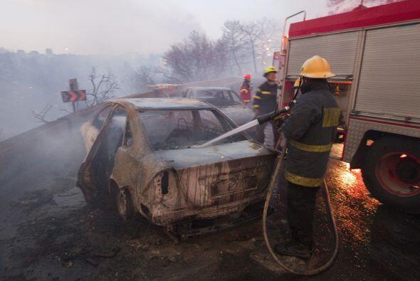 En las labores de rescate y asistencia colaboraron la policía, bomberos...