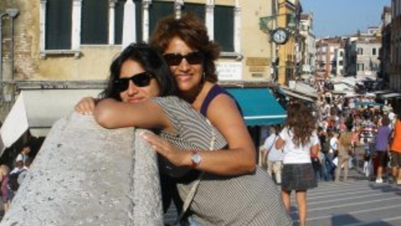Blanca Rosa Vilchez con su hija Inés en Venecia.