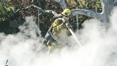 El clima y los agresivos esfuerzos de los bomberos permitieron un notabl...