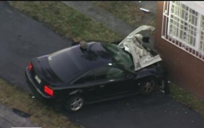 Conductor tuvo que ser hospitalizado luego chocarse contra una vivienda...