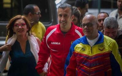Dirigentes chavistas llegando a la sede del CNE, en Caracas