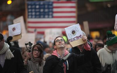 Manifestantes en Chicago, una 'ciudad santuario', marcharon en contra de...