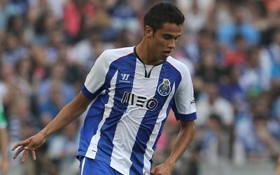 El Porto anunció oficialmente el fichaje del mexicano Héctor Herrera Get...