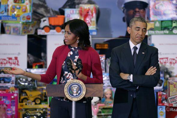 Ambos se mostraron muy orgullosos de todos los juguetes que donaron en t...