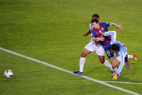 Mientras tanto Messi seguía volviendo loco a todos los defensores...