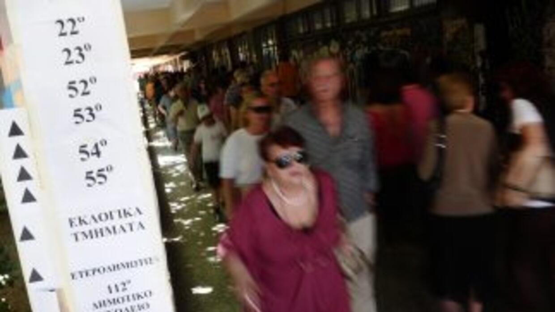 Los griegos acudieron el domingo a las urnas dispuestos a castigar a los...