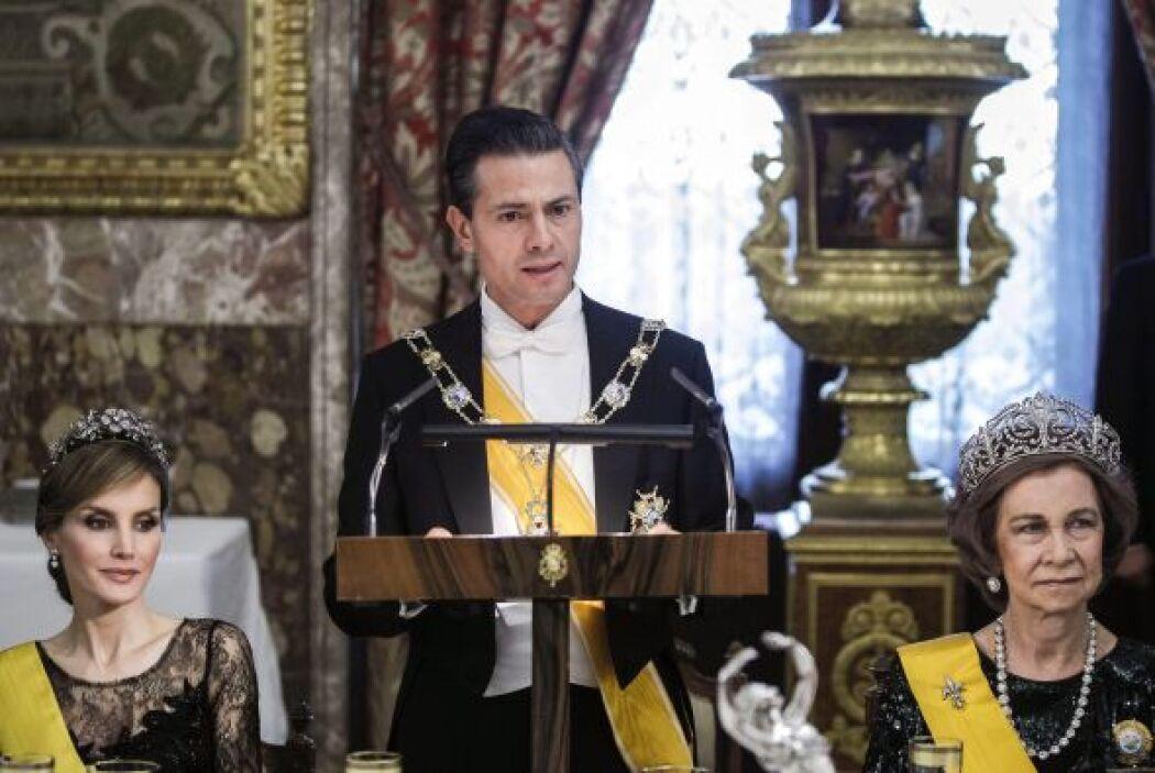 El presidente Peña Nieto lucía el collar de la Orden de Isabel la Católi...