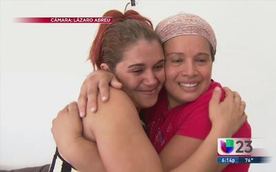 Familia cubana se despide de quienes los acogieron en Costa Rica