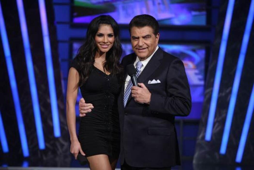 La más bella de todo el escenario. Alejandra dejó a un lado la corona pa...