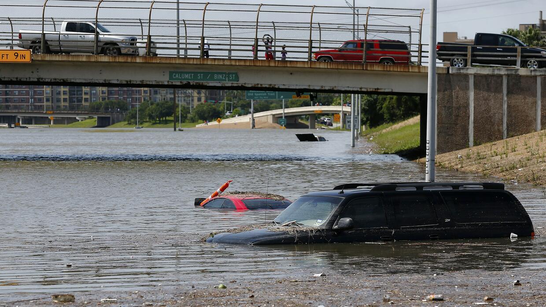 Severas inundaciones mantienen a la ciudad de Houston bajo el agua