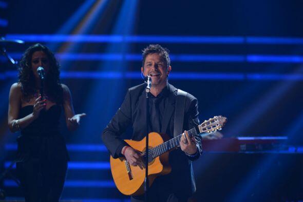 Alejandro Sanz deleitó a sus fans con sus mejores temas musicales.