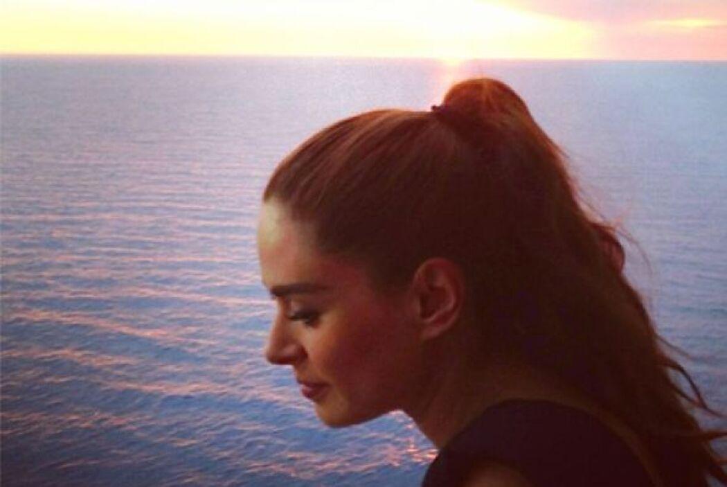 """@ReinaIglesias: """"Puesta de sol, muy pensativa!#TeAmo"""".  Aquí los videos..."""