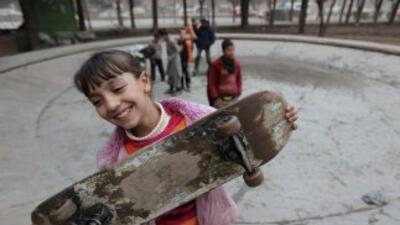 """Joven """"skater"""" en parque público"""