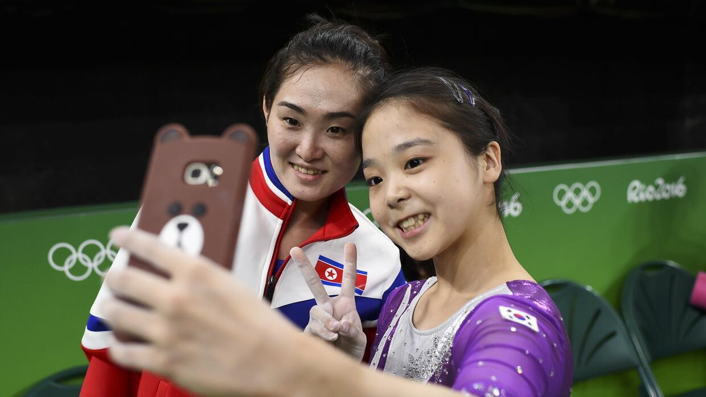 Lee Goim (Corea del Sur) y Hong Un Jong (Corea del Norte)