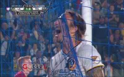 Alan Gordon marcó el primero de LA Galaxy tras asistencia de Giovani