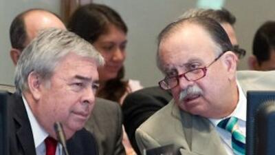 El representante de Panamá ante el organismo, Guillermo Cochez (derecha)...