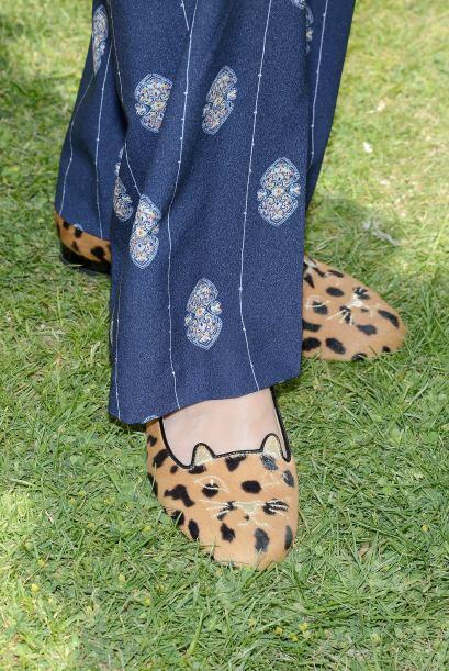Los zapatos puedes usarlos con pantalones de mezclilla, faldas, pantalon...