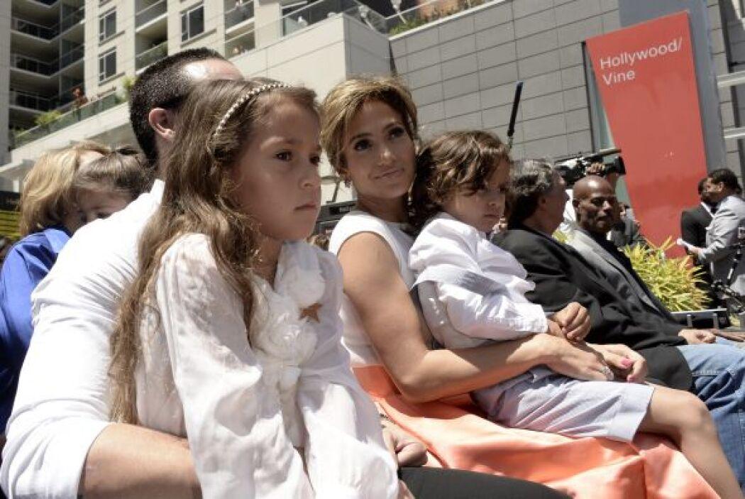 Hacían una linda familia juntos a los pequeños, Emme y Max.Más videos de...