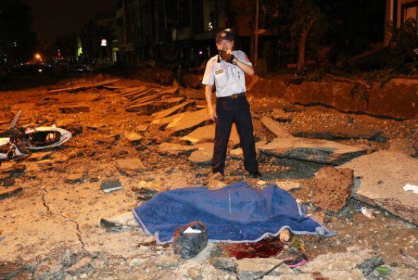 Según Associated Press, cuatro bomberos figuran entre las 24 víctimas fa...