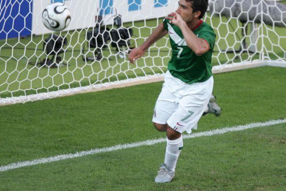 México consiguió sus primeros tres puntos del Mundial luego de derrotar...