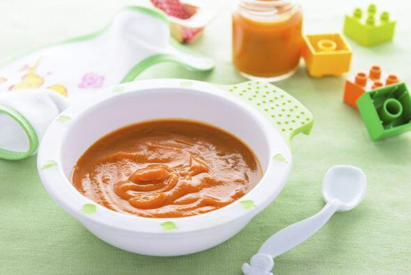 Incorpora frutas y vegetales. Asegúrate de prepararlos como papil...