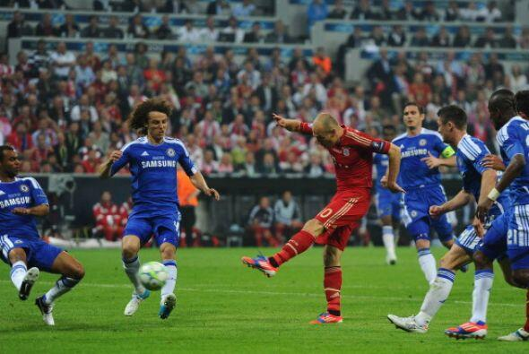 Robben estuvo muy activo y trato disparo desde todos los angulos.