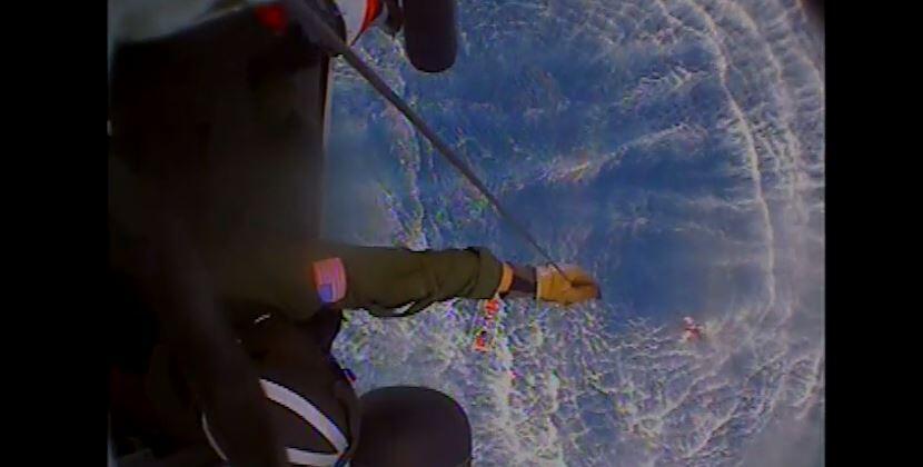 David Thompson, un ingeniero jubilado de 68 años, navegaba solo e...