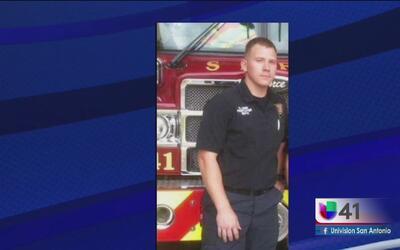 Rinden tributo a bombero que perdió la vida
