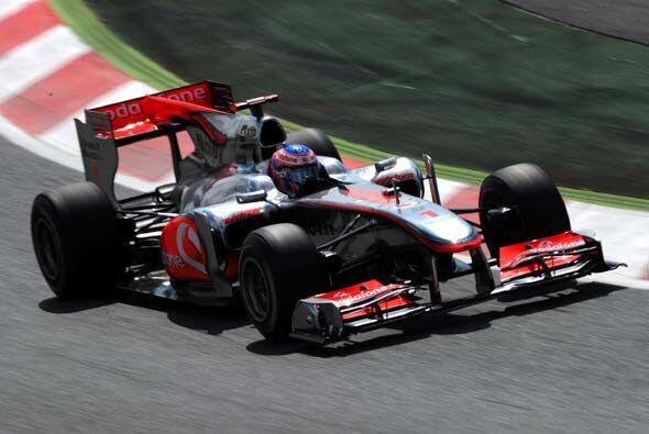 El actual campeón, Jenson Button, aseguró puntos para seguir a la cabeza...