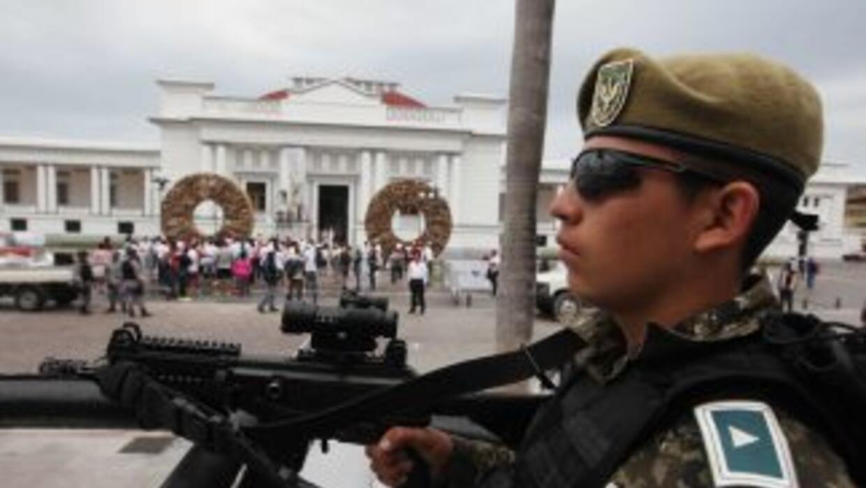 Elementos de la Gendarmería Nacional durante el operativo de seguridad e...
