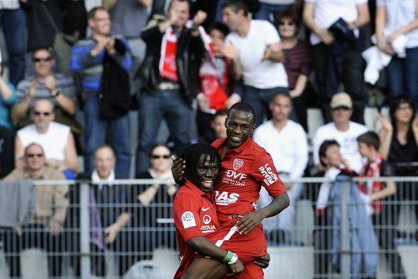 Curiosa celebración de los del Dijon, Ahmed Issa Koro Kone y Gael Kakuta...
