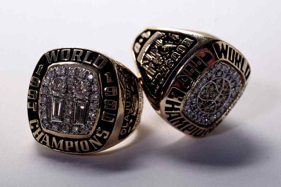 El anillo de campeón de los Rockets de Houston de 1995 de Clyde Drexler...