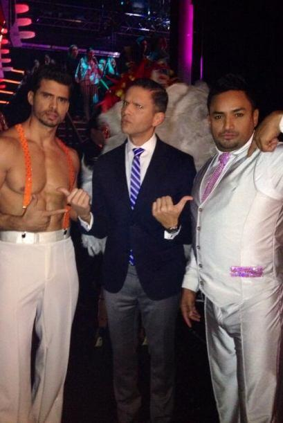 Entre estos dos galanes se llevaron la noche, Pedro Moreno y Manny Manue...