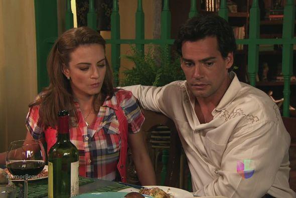 Aarón y el Padre informan a Camila que Isadora es investigada por el hom...