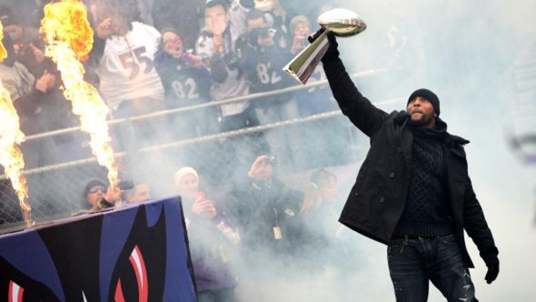 El legandario #52 de los Ravens se retiró tras 17 temporada en la NFL.