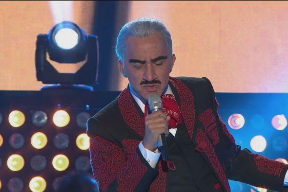 """Después llegó Vicente Fernández para cantar """"De qué manera te olvido""""..."""