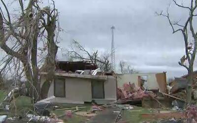 Unas 20 familias en Van Vleck quedaron sin casa por culpa del tornado