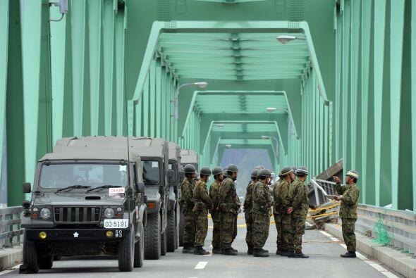 A consecuencia del terremoto y tsunami vino la crisis nuclear en la plan...